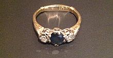 AN 18CT GOLD AND PLATINUM SET SAPPHIRE AND DIAMON