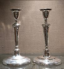 A PAIR OF QUEEN ANNE DESIGN SILVER PLATE ON COPPER CANDLESTICKS Supported on oval platform bases. (30cm)