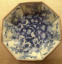 A 19TH CENTURY CHINESE BLUE AND WHITE BOWL