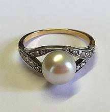 A LARGE GOLD CULTURED PEARL SET DRESS RING