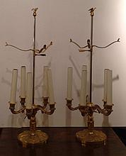 A PAIR OF CLASSICAL STYLE ADJUSTABLE GILT BRASS TABLE LAMPS