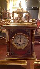 A LATE 19TH CENTURY FRENCH MANTLE CLOCK