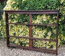 AN EARLY 19TH CENTURY OAK WALL MOUNTING PLATE RACK