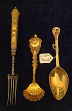 AN 18TH CENTURY FRENCH SOLID SILVER GILT SERVING SPOON