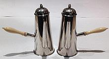 A PAIR OF 1900'S HALLMARKED SILVER NOVELTY PEPPERETTES Modelled as cho