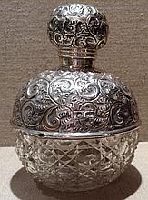 A LARGE AND IMPRESSIVE 20TH CENTURY HALLMARKED SILVER AND CUT GLASS PERFUME