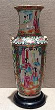 A 19TH CENTURY CANTON ENAMELLED CHINESE PORCELAIN VASE Hand painted wi