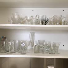 Centre Cupboard - Qty Glassware 2 S helves