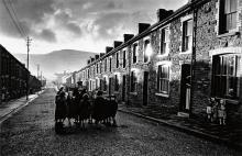 FRANK, ROBERT (1924- ) Wales.