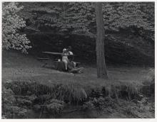 ROY DECARAVA (1919 - 2009) Couple in Prospect Park.