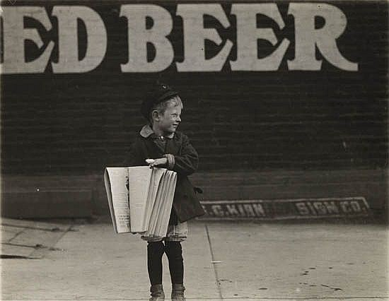 HINE, LEWIS W. (1874-1940) Newspaper boy * Shoe shine boy.