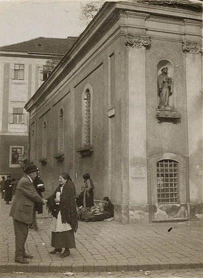 KERTÉSZ, ANDRÉ (1894-1985) Prague.