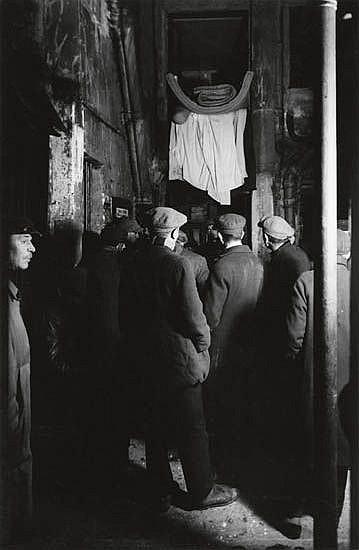 KERTÉSZ, ANDRÉ (1894-1985) Alleyway.
