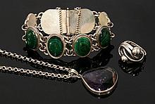 A Polish malachite bracelet, with a series of oval