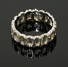 An 18ct white gold wedding ring, c.1970, a flat
