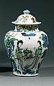 JARRE COUVERTE en porcelaine et émaux cinq couleurs, dits