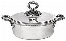 LEGUMIER COUVERT ET SA DOUBLURE de forme ronde en argent, la bordure à godrons