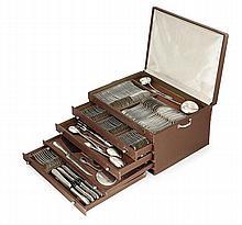 A silver table service by Odiot presented in a four-drawer case, after 1838. POIDS DES PIÈCES PESABLES (AUTRES QUE CELLES SUR MANCHE)