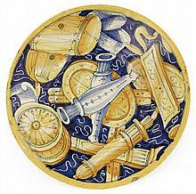 An Italian majolica dish, Castel Durante, 16th century. DIAM. 20 cm DIAM. 7 7/8 IN.