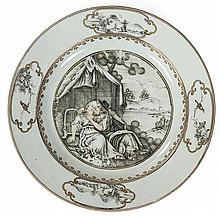 A Qianlong porcelain dish, China, 18th century. DIAM. 23 cm DIAM. 9 1/16 IN.