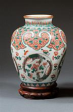 A wucai jar, China, Qing dynasty, late 19th century. H.11 13/16 in.