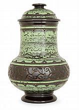 ÉMILE LENOBLE (1876-1939) Pot couvert balustre en grès chamotté, décor géométrique formant frises d'inspiration asiatique, émail bru...