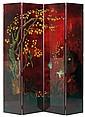 ART DÉCO Paravent à quatre feuilles en bois laqué polychrome, à décor en bas-relief d'un sous-bois animé d'oiseaux, de plantes exoti...