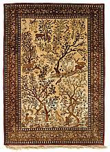 TAPIS DE SOIE KECHAN figuré fond jaune paille, décor du paradis terrestre avec arbres fleuris, oiseaux et animaux sauvages. Bordure ...
