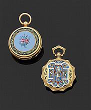 Ensemble comprenant 2 montres de col en or jaune - ANONYME, DÉBUT XIXème siècle Cadran émail blanc avec index chiffres romains dorés...