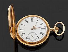 ANONYME VERS 1900 Montre de poche savonnette en or jaune. Cadran émail blanc avec index chiffres romains, graduation minutes, cadran...
