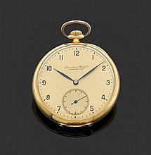 INTERNATIONAL WATCH & CO DÉBUT XXème siècle Montre de poche en or jaune. Cadran doré avec index chiffres arabes pour les heures et g...