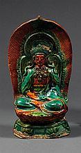 STATUETTE en biscuit et glaçures plombifères jaune et bleue, représentant Amitayus, assis en vajrasana sur un lotus foncé d'une mand...