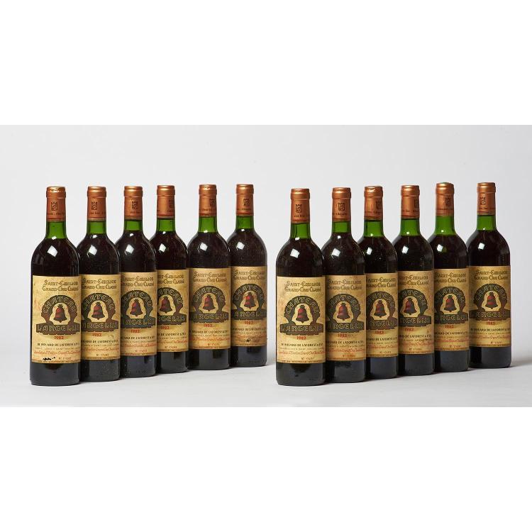 12 bouteilles Château ANGELUS, 1° Grand Cru Saint-Emilion 1982 CB, ELS, 4 J, 1 TLB, 1 LB