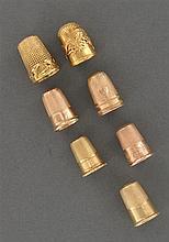 Ensemble de sept dés  à coudre en or jaune ou rose