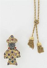 Gipsy Venise Clip tête de maure Il représente un homme en buste, la tête en or patiné, le corps rehaussé de saphirs, rubis, rubellit...