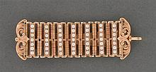 Chatelaine perles fines Elle est composée de barrettes en or rose séparées par des rangs de petites perles fines