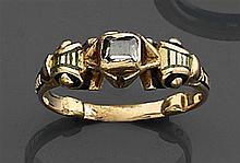 """Bague diamant  taille native Elle est ornée d'un diamant """"taille native"""" en chaton rectangulaire"""