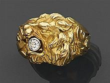 Bague tête de lion en or jaune finement ciselé