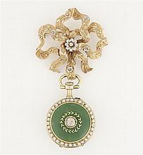 ANONYME VERS 1900 An enamel, diamond and gold watch with its brooch.