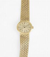 PATEK PHILIPPE REF. 3349/1 Montre bracelet de dame en or jaune avec boîtier ovale. Cadran doré avec index bâtons appliqués. Mouvemen...