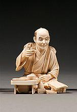 An ivory okimono, signed. Japan, Meiji period. H. 7,5 cm (2 15/16 in.)