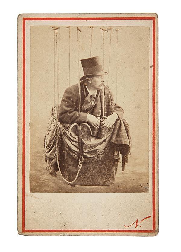 Félix Tournachon, dit Nadar  (1820-1910) Autoportrait dans sa nacelle, vers 1860-1865 Épreuve albuminée, négatif verre, montée sur c...
