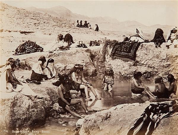 Jean-Baptiste Antoine Alary (1810-vers 1867) et Lucien Jacob Geiser (1843-1872) Oulad-Naïls au bains, Biskra, vers 1860 Épreuve albu...