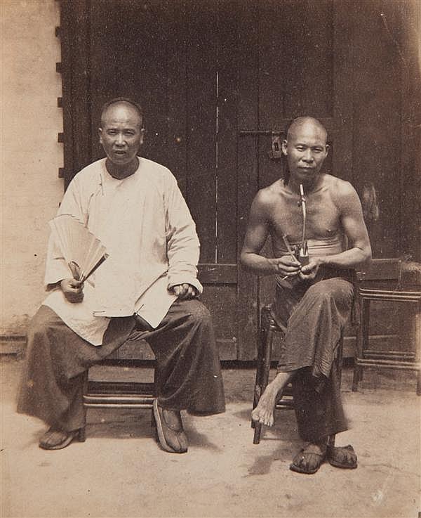 Auteur non identifié The coulisses at a chinese theatre, vers 1870-1880 Épreuve albuminée, montée sur son carton d'origine, légendée...
