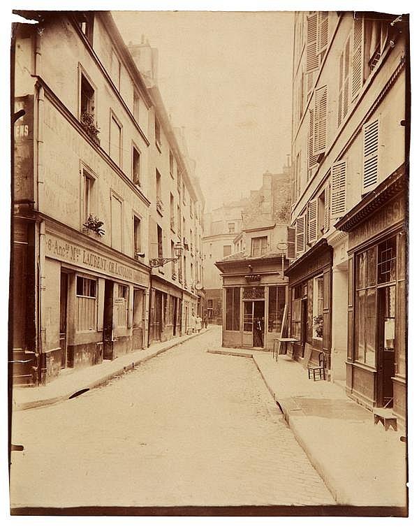 Eugène Atget (1857-1927) Rue du Sabot, 1899 Épreuve albuminée, négatif verre, non montée, légendée « R du sabot » et numérotée 3714,...
