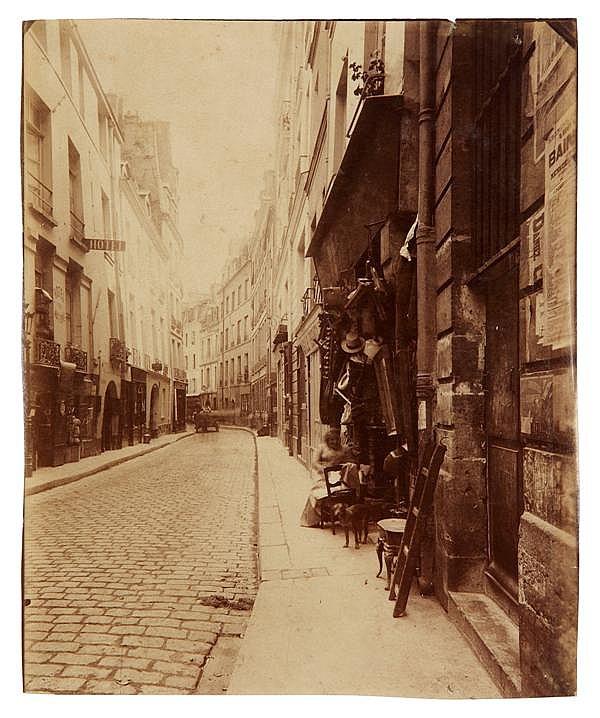 Eugène Atget (1857-1927) Rue du Figuier (IVe), 1902 Épreuve albuminée, négatif verre, légendée