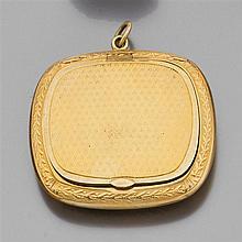 Petit poudrier de forme rectangulaire en or finement guilloché