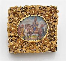 Broche miniature de forme rectangulaire en or jaune filigrané