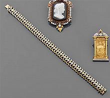 Bracelet en or jaune à chevrons articulés. Travail des années 1960. Poids brut : 39,5 gr. Longueur : 19,7 cm A gold bracelet, circa ...