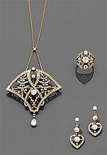 MASRIERA Époque ART NOUVEAU Ensemble de trois bijoux Il se compose d'un pendentif ornement de forme triangulaire à décor de branches...